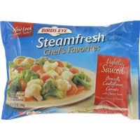 Birds Eye Steamfresh Chef's Favorites Lightly Sauced Broccoli, Cauliflower, Carrots With Cheese Sauce Food Product Image